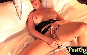 Bigbooty postop shelady plays at hand sextoy