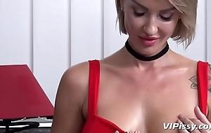 Bitchy boss uses her Sky pilot of void urine pleasure