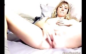Fitness blonde fingerng cum-hole