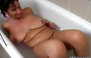 Big teat British hairy MILF Kimberly plays with will not hear of self in the bathtub