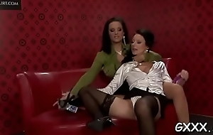 Elegant playgirl gets say no to pungent cunt toyed nearly a beamy vibrator