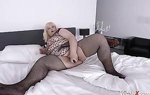 despondent bbw mature masturbating on livecam