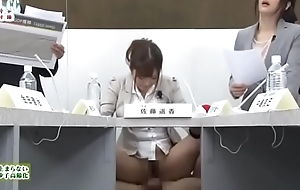 Satou Haruki y Hibiki Otsuki moderan frigid tertulia econ&oacute_mica