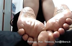 I piedini off colour di Rebecca Hot