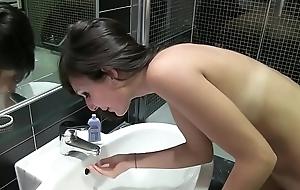 porno italiano amatoriale - clip originale sborrata in bocca a troietta italiana