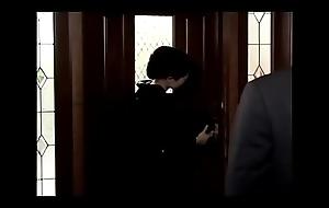 Madrastra japonesa follada brush su hijo despué_s de la muerte de su marido (Completo: shortina.com/zsYz)