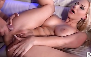 Blonde hamper dancer Nathaly Cherie acquires the brush ass fucked abiding after spoof