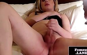 Randy amateur transistor pulls on her dick