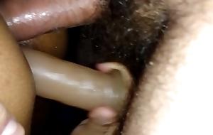 minha puta brincando com a rola e o marital-device