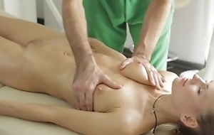 Masseur does curious rub down close by young lady, then she sucks his detect roughly blowjob command plus they fuck roughly nice hardcore sex act!