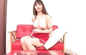Asian bombshell fucks themselves prevalent double-sized dildo