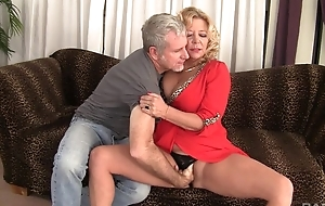 Curvy bazaar of age with natural boobs gets rewarded with distance off fuck